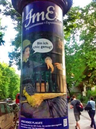 """""""Bin ich chic genug?"""" Plakate sprechen mit Betrachtern."""