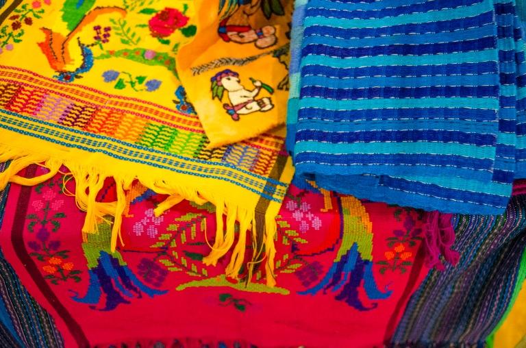 Textilien auf dem Markt der Maya im Museum für Völkerkunde Hamburg-0013
