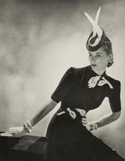 """Elegante Tagesmode (Modell von Maggy Rouff), aus der französischen Zeitschrift """"Vogue"""", 1939 © Münchner Stadtmuseum"""