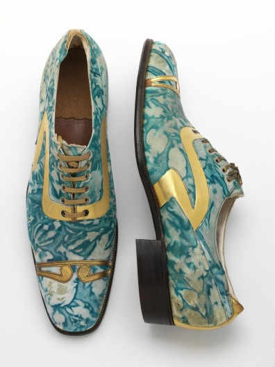 Mens' shoes, gilded and marbled leather, Northamptonshire, England, 1925 © Victoria and Albert Museum, London