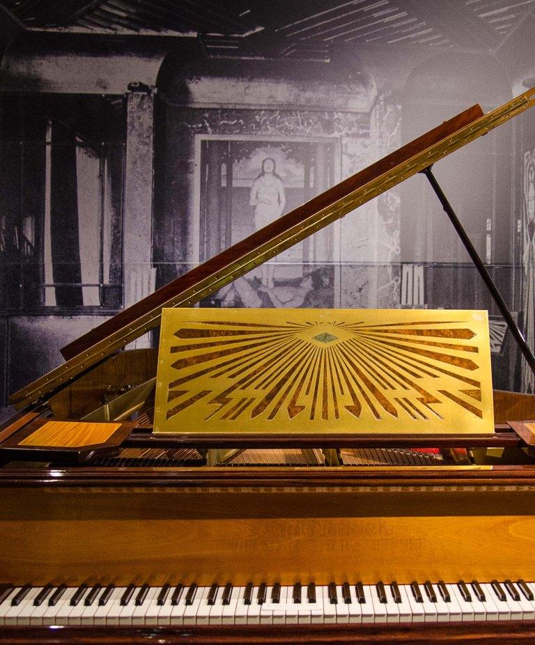 Klavier - Art Nouveau. Museum für Kunst und Gewerbe