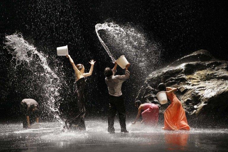 """Laurent Philippe Aufführung von Pina Bausch-Stücks """"Vollmond"""" Fotografie © Laurent Philippe"""
