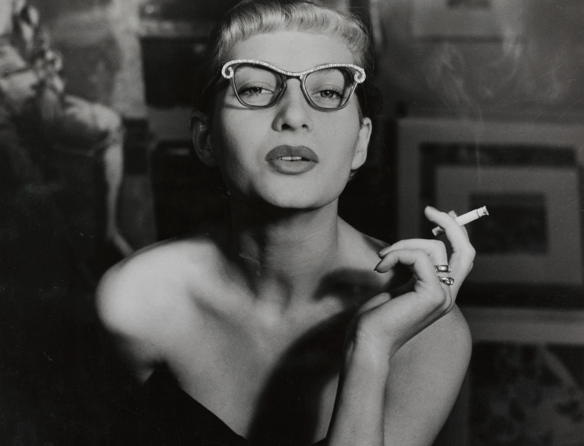Regina Relang, Gisela Ebel mit Schmetterlingsbrille, 1950