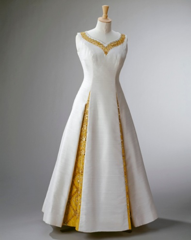 Norman Hartnell, evening dress for The Queen's State Visit to Thailand, February 1972 'Fashioning a Reign: 90 Years of Style from The Queen's Wardrobe' at the Palace of Holyroodhouse, 21 April - 16 October 2016. Royal Collection Trust / (C) Her Majesty Queen Elizabeth II 2016.