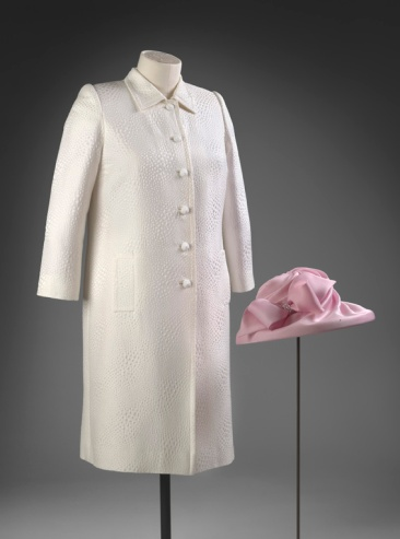 Stewart Parvin, pink silk dress with coordinating white jacquard coat and pink hat designed by milliner Philip Somerville worn by Her Majesty The Queen for a garden party in 2009. ROYAL COLLECTION TRUST/ (c)HER MAJESTY QUEEN ELIZABETH II 2016 'Fashioning a Reign: 90 Years of Style from The Queen's Wardrobe'