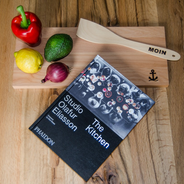The perfect present: a cookbook and a plate by freudinge.de