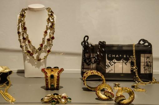 Schmuck ist ein wichtiger Aspekt bei der Haute Couture.
